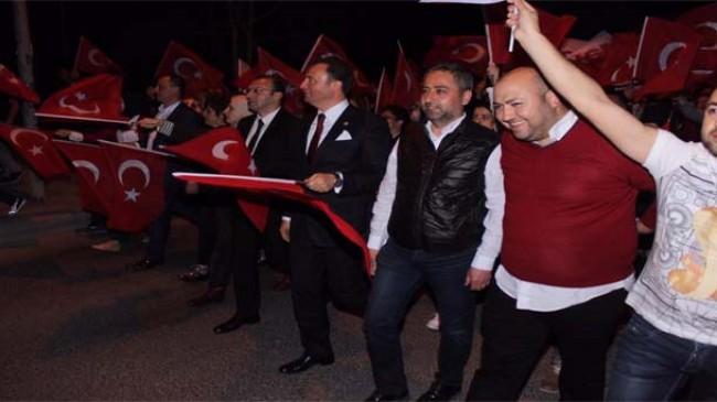 AK Partililer İl Binası önünde kutlama yaptılar