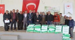 Kurudere Köyünde tohum dağıtımı yapıldı