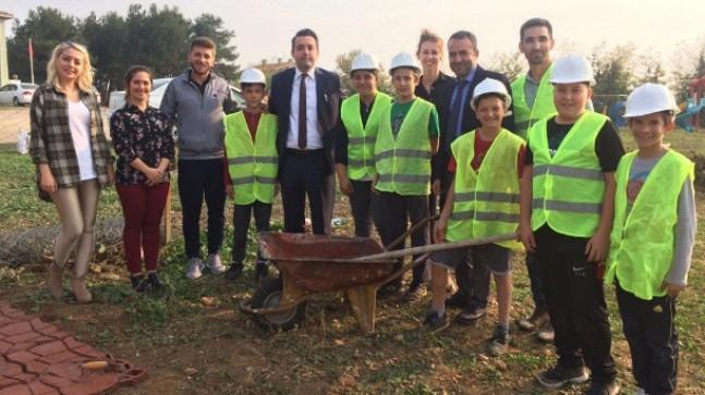 Cevizköy Ortaokulu'nda ustalar iş başında