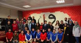 Gençlik Merkezi'ndeki Has Odada Çiğ Köfte Partisi