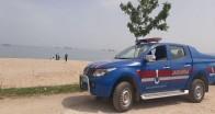 Jandarma ekipleri sahilde göz açtırmıyor
