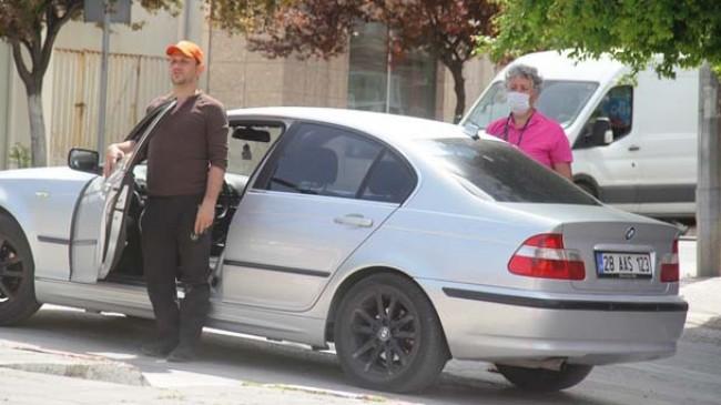 Araçlarından inerek İstiklal Marşı okudular