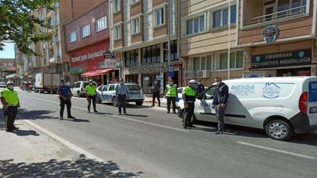 Polisten sokağa çıkma yasağı denetimi