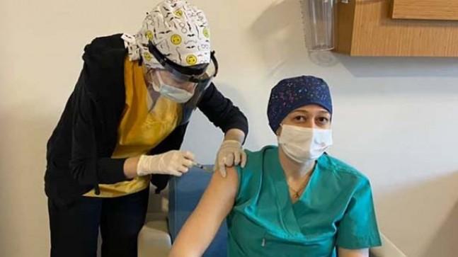 Sağlık çalışanlarına Covid-19 aşısı